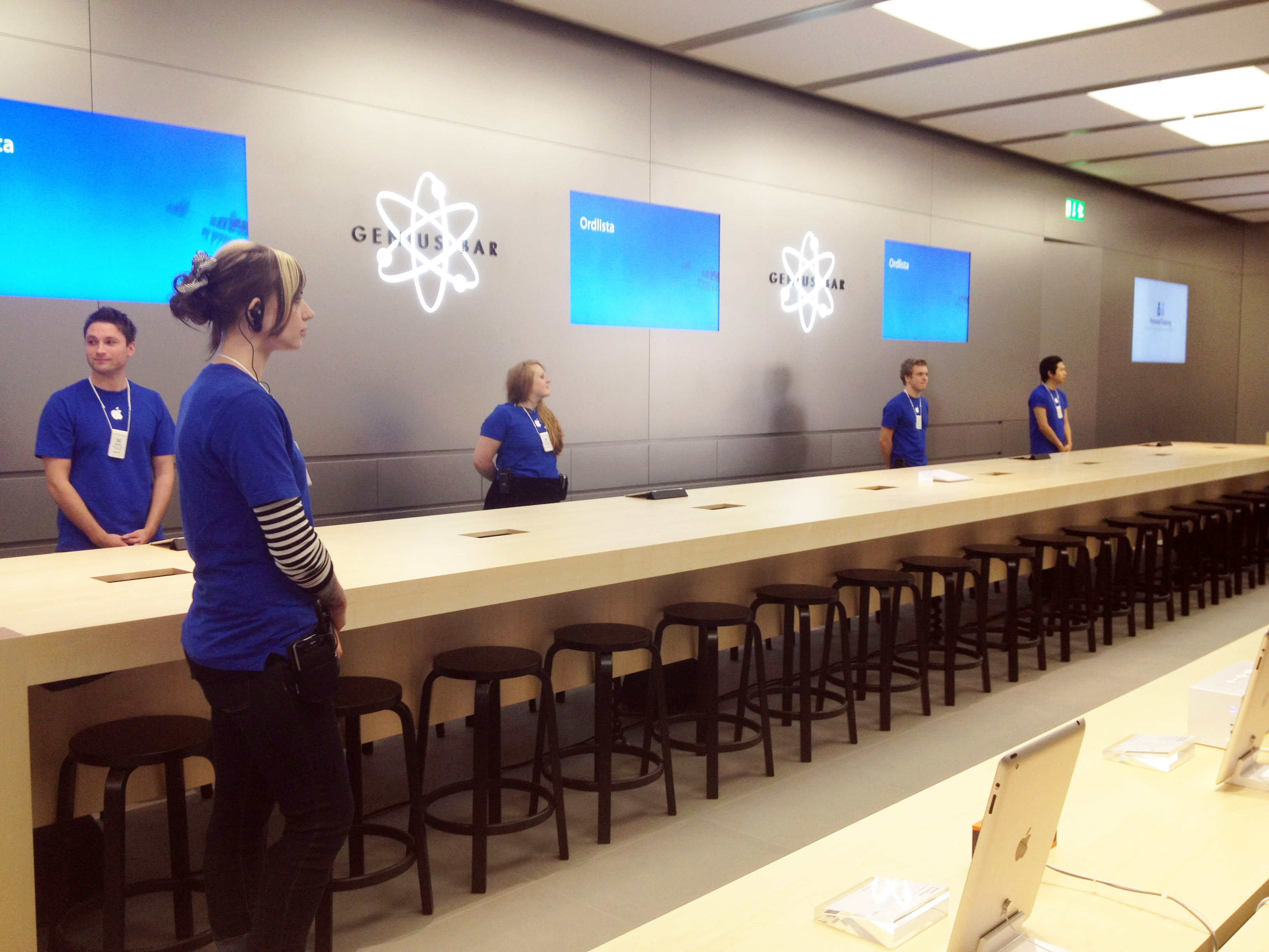 Elegant Expert Help At The Genius Bar. At The Desk Youu0027ll Get Help From Apple  Geniuses. Awesome Ideas